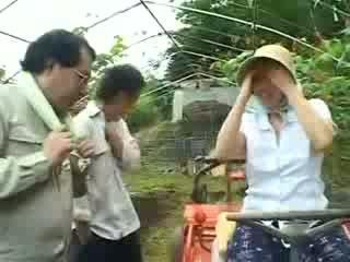 Asiática pueblo mujer gets abusada vídeo