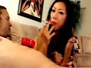 Chesty ázsiai szuka dia zerva smokes és gives leszopás