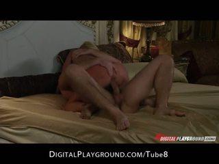 गॉर्जियस ब्लोंड वाइफ has intense मॉर्निंग सेक्स साथ उसकी आदमी
