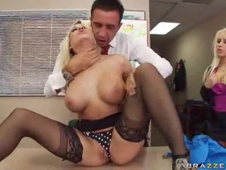 Sexy hawt gros seins pornstar ramonée hardcore