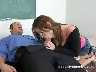 Sexy hottie whitney stevens suging henne teachers stor hardt kuk