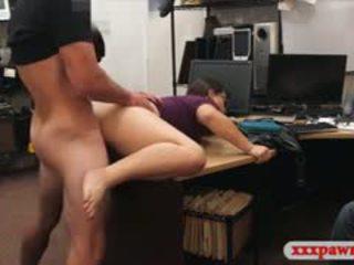 Ζευγάρι bitches προσπαθώ να κλοπή και pounded σε ο πίσω δωμάτιο