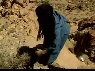 Oosters teef gangbanged in de desert