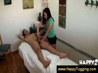 Aziatisch masseuse uses haar compleet lichaam