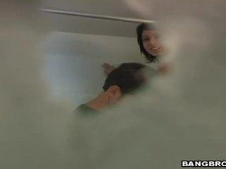 Bayan blooper in the bath