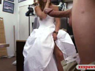 Skaistule sells viņai kāzas kleita un wrecked uz the slepenā istaba