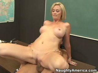 מלוכלך מורה camryn לחצות slamming שלה ללא שיער חריץ ב a meaty stiff זין