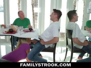 继母 视频 - 巨乳 步 妈妈 fucks 儿子