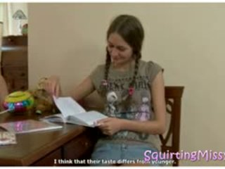 Pony aste pusaudze gets a squirting lesson