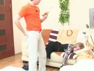 Beat dormind mama anal inpulit video