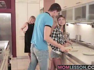 Gina sees haar stiefmoeder zuigen haar bf en teaches haar een lesson