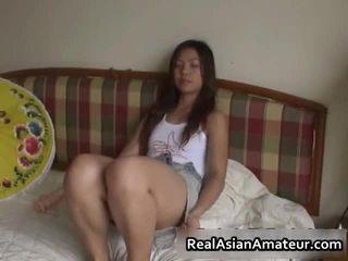 Ištvirkęs azijietiškas seksas žaislas dulkinimasis scena