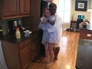 Huisvrouw interraciaal hoorndrager liefde