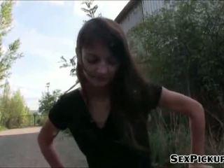 Slank chick aimee ryan geneukt in publiek
