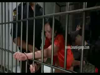 Gagged rjavolaska inmate gets ji rit aggressively zajebal s a bunch od potrebni officers