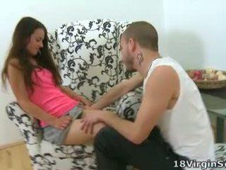 Nina ir an incredibly seksuālā virgin kurš uz sārts looks skaistas