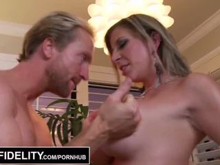 Pornfidelity - besar dada milfs sara jay dan kelly membuat ryan air mani tiga times - porno video 261
