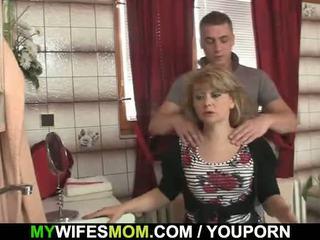 On cheats s vroče mother-in-law