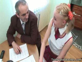 可爱 学生 pleases 她的 老 教练 为 更多 优 grades