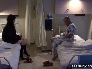 এশিয়ান রোগী চোদা তার visitor সঙ্গে একটি যৌন খেলনা