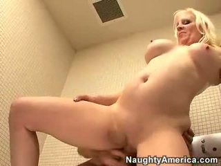 Veronica Vaughn always wanted to get cummed on her mouth after a hot screw