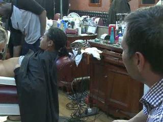 Трохи barbershop з блудниця a голити і a haircut two цицьки