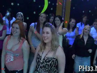 Lots van gangbang op dance vloer