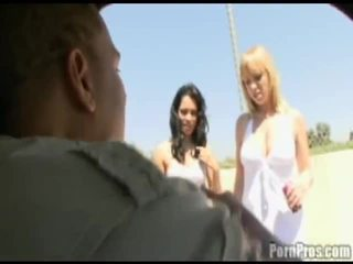 Adrianna & renae battle tas ārā oever a 14 inch dzimumloceklis!