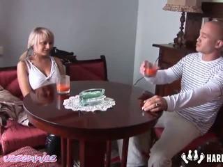 Ania didelis papai blondinė realybė