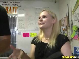 Gratis meisje fucks voor cash video's