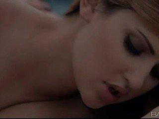 kissing i freskët, gojor shih, i mirë vajzë në vajzë
