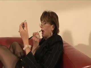 Rijpere kous vrouwelijke dominantie voeten licking