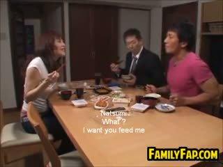 غير مطيع الآسيوية خطوة ابنة