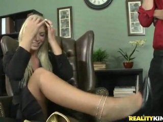 Brooke är being blackmailed till having kön
