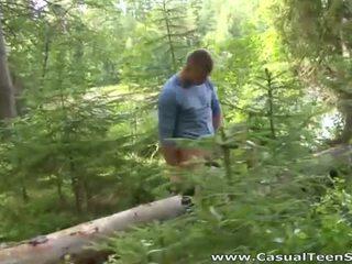 Hitchhiker pareha magkantot sa ang woods