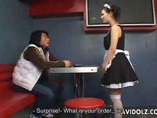 Maria ozawa 好色之徒 kiss 在 valet 制服