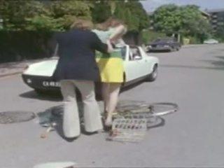 Klasické - bike dievča cc prsnaté násťročné príťažlivé súložiť