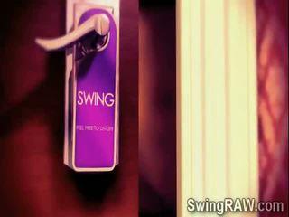 Sexy swinger couples hebben een party in xxx realiteit tonen