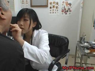 יפני רופא הוא חרמן ל מלפפון