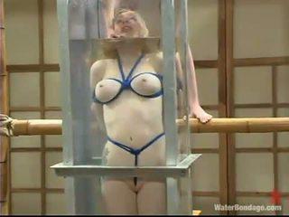 Adrianna nicole appreciates being drowned dhe got laid për një qirje lodër