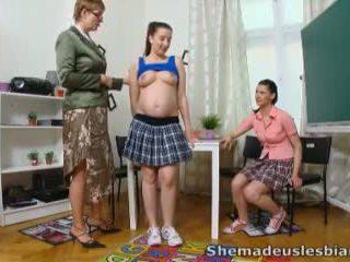 Viņa veikts mums lesbietes - simona un viņai seksuālā classmate