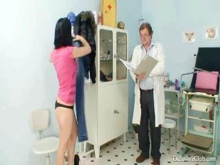 Pavlina gyno muff đốm investigation trên ghế phụ khoa tại sự rút lại clinic