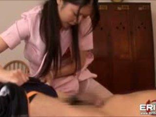 Yummy japanska sjuksköterska nanami körd och facialed av en patienten