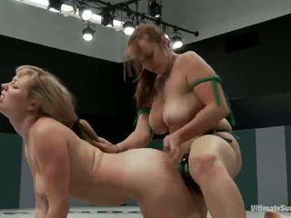 Adrianna nicole un bella rossi spēlēt sekss spēle xxx spēle kopā kopā ar a strapon vietā no cīņa