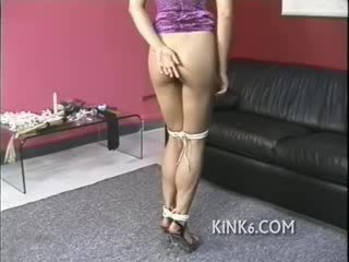 Helpless meisje gets misbruikt