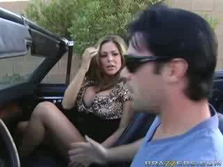 Bevállalós anyuka leszopás -ban egy muscle autó!