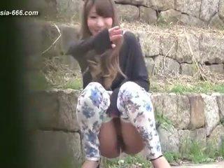 Chinez fete merge pentru toilet.3