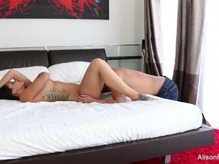 Alison tyler gets เธอ ถุงน่องรัดๆ หี ระยำ ใน เตียง: เอชดี โป๊ 89