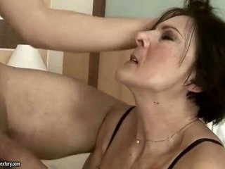 أقرن قديم خادمة getting مارس الجنس شاق