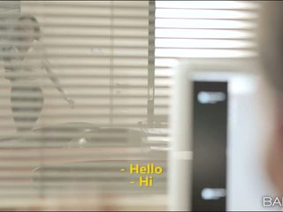 Alexa tomas jest secuding jej officemate